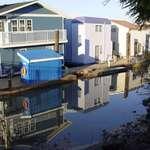 Calm reflections Houseboats